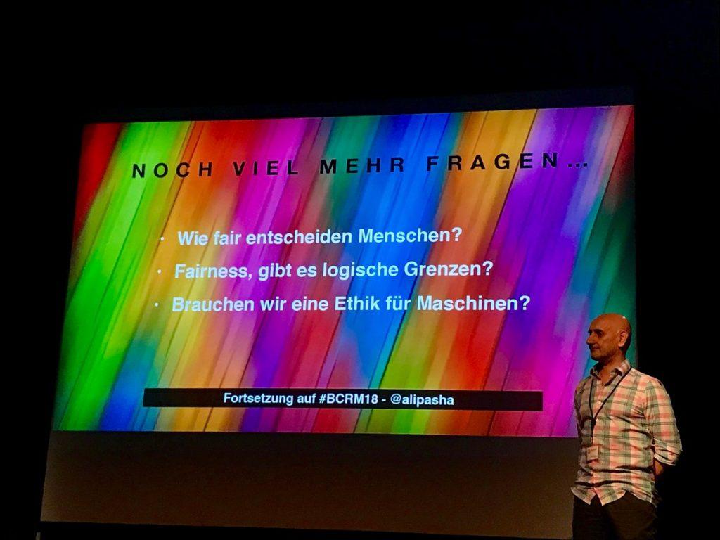 Holger Schweichler fotografiert Ali Pasha beim Webmontag Ignite